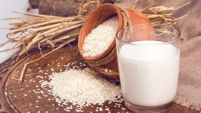 کنجد یا شیر؛ کدام بیشتر کلسیم دارند؟ در وبلاگ رُزبُن